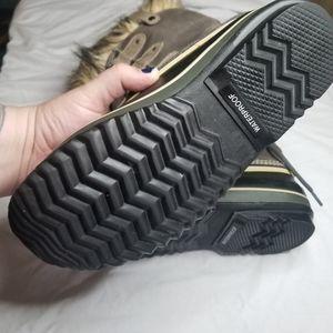 Sorel Shoes - Sorel Women's Joan of the Artic Fur trim Snowboots